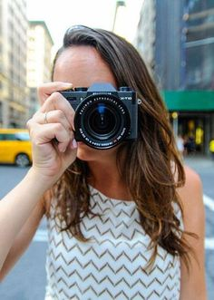 The $800 Fujifilm X-T10 evokes old film camera designs but packs the power of new digital cameras.