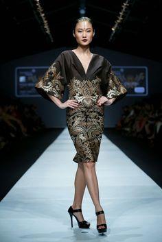 Dewi Fashion Knights 2014 : Hasta Brata Collection By Iwan Tirta ~ Glowlicious