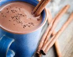 Classic Hot Chocolate doesn t have to be filled with unhealthy fat to taste good This Healthy recipe is AWESOME Marshmallows, Fast Metabolism, Banana Split, Natural Sugar, Kakao, Nutritional Supplements, Holiday Cookies, Desert Recipes, Natural Flavors