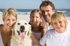 cane al mare con la famiglia  Dog and family