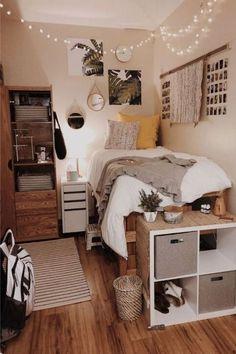 College Bedroom Decor, Gold Bedroom Decor, Cool Dorm Rooms, Bedroom Decor For Couples, Room Design Bedroom, Room Ideas Bedroom, Cozy Bedroom, Bedroom Black, Quirky Bedroom