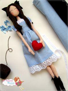 Boneca em feltro para decoração