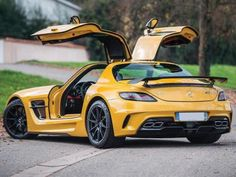 Looking for the Mercedes-Benz of your dreams? There are currently 1198 Mercedes-Benz cars as well as thousands of other iconic classic and collectors cars for sale on Classic Driver. Mercedes Sls, Mercedes Benz For Sale, Classic Mercedes, Maserati, Ferrari F40, Lamborghini Gallardo, Sls Black Series, Lux Cars, Mc Laren