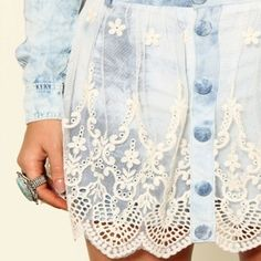 Diy clothes jeans shorts denim skirts Ideas for 2019 Denim Fashion, Womens Fashion, Mode Jeans, Denim Ideas, Altered Couture, Denim And Lace, Denim Outfit, Look Chic, Mode Style