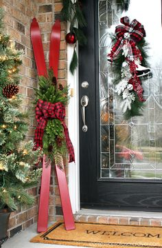 Repurposed Skis Skis turned Holiday Decor from confessionsofaser… Repurposed painted skis on a Christmas porch by Confessions of a Serial Do It Yourselfer featured on Funky Junk Interiors Easy Christmas Decor From simple to amazing From simple to exciti Diy Christmas Tree, Rustic Christmas, Christmas Holidays, Christmas Wreaths, Christmas Ornaments, Cheap Christmas, Diy Christmas Home Decor, Homemade Christmas, Christmas Lights