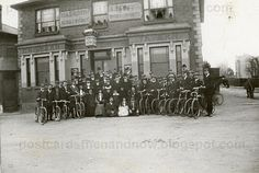 Uxbridge, Middlesex, The Chiltern View Tavern It looks like a cycling club meeting, the cyclists all wear a cap with a badge on it. Castle House, Old London, Surrey, Empty, Postcards, Nostalgia, Alternative, Street View, Island
