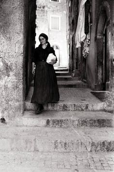 Pepi Merisio, Donna di Scanno (L'Aquila) 1969