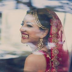 Love the perfect amount of wedding jewelry on this bride, not to mention modern yet classic! Wedding Goals, Wedding Shoot, Wedding Bride, Wedding Tips, Wedding Planning, Indian Wedding Jewelry, Bridal Jewelry, Bridal Photography, Girl Photography