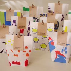 Fun, illustrated little paper bags with craft paper tag. Cost efficient and very cute packaging design. Packaging Box, Cookie Packaging, Food Packaging Design, Pretty Packaging, Packaging Design Inspiration, Branding Design, Paper Packaging, Motifs Textiles, Japanese Packaging