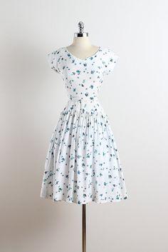 Bee's Knees . vintage 1940s dress . vintage by millstreetvintage