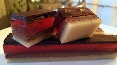 Troika - Konfekt med marsipan, bringebærgelé og bløt nougat. Lise Finckenhagen lager den i en firkantet form og skjærer den i passe store firkanter.
