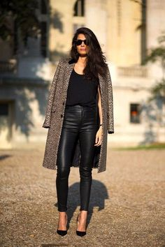 Paris Street Style - Leopard coat thrown over the shoulders make a black outfit effortlessly stylish. Mode Outfits, Fall Outfits, Fashion Outfits, Womens Fashion, Black Outfits, Leopard Outfits, Chic Outfits, Fashionable Outfits, Simple Outfits
