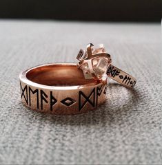"Rustic Mens Wedding Band Ring Nordic Runes Till Death Do We Part Old World Norse Mythology Viking Rose Gold Hammered ""The Odin"" Anillo de boda rústico para hombre anillo runas nórdicas a la muerte hacer Nordic Wedding, Pagan Wedding, Viking Wedding, Medieval Wedding, Mens Rustic Wedding Bands, Wedding Men, Wedding Ring Bands, Wedding Ideas, Geek Wedding"