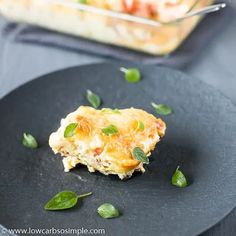 This keto breakfast casserole is the perfect way to start the morning. A filling casserole with sausage, cheese, cream, and eggs provide richness while fresh tomatoes lend a crisp, fruity boost to balance out a delicious and hearty breakfast. Low Carb Dinner Recipes, Keto Recipes, Healthy Recipes, Brunch Casserole, Casserole Recipes, Low Carb Breakfast, Breakfast Dishes, Breakfast Ideas, Low Carb Casseroles