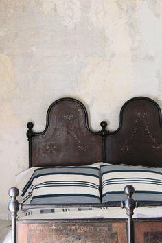 beautiful headboard Deco Ethnic Chic, Home Bedroom, Bedroom Decor, Decorating Bedrooms, Queen Bedroom, Master Bedroom, Home Interior, Interior Design, Beautiful Bedrooms