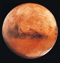 Marte é o quarto planeta a contar do Sol e é o último dos quatro planetas telúricos no sistema solar, situando-se entre a Terra e a cintura de asteróides, a 1,5 UA do Sol (ou seja, a uma vez e meia a distância da Terra ao Sol).