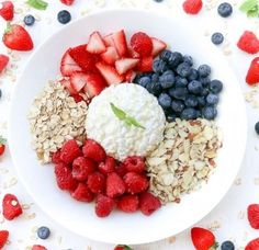 Sweet Cottage Cheese Fruit Bowl- Packed with crunch sweetness protein fiber and everything healthy. Breakfast Bowls, Best Breakfast, Breakfast Buffet, Breakfast Fruit, Breakfast Ideas, Healthy Fruits, Healthy Snacks, Brunch Recipes, Diet Recipes