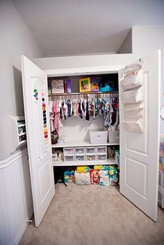 A well-organized baby closet ... I like this as a possible idea for ZZ's room