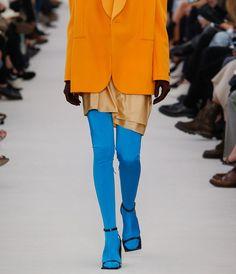 Внимание на ноги: цветные колготки снова в моде