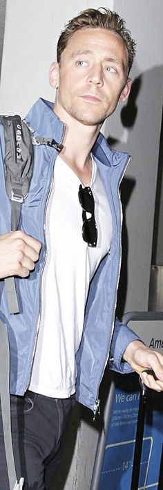 Tom Hiddleston spotted at LAX International Airport on July 26, 2016. Source: Torrilla. Click here for full resolution: http://ww4.sinaimg.cn/large/6e14d388gw1f68jqhvrnzj21oy2jf7wh.jpg