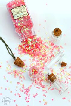 Love Potion: DIY a mini necklace set of Love Potion that really explodes with Love! Adorable fun craft for best friend or spouse Crafts To Make And Sell, Easy Crafts For Kids, Easy Diy Crafts, Fun Crafts, Glow Stick Jars, Glow Sticks, Glow Jars, Mason Jar Projects, Mason Jar Crafts