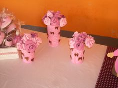 Vasinhos de Flores para decoração de mesa para Chá de Bebe