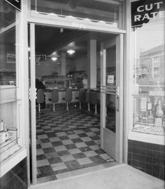 The entrance to the Thrifty Drug Store located at North Western and Santa Monica Boulevard in Los Angeles (1935)