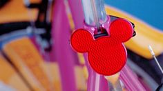 Diseño de Bicicletas Disney Disney, Skateboard, Bicycles, Skateboarding, Skate Board, Disney Art, Skateboards