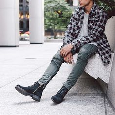 5 Swag And Dress Sense For Men You Can Rock On June 21 http://www.ortintin.com/2018/06/5-swag-and-dress-sense-for-men-you-can_21.html  Here are  5 Images showing men's dress hairstyle and shoes you can fill you wardrobes with. You too can share yours by adding #Ortintin to your pictures on Instagram Twitter Facebook and other social sites.  https://4.bp.blogspot.com/-i_yW9HndI-A/WylGTTE63dI/AAAAAAAACN0/dmfav-4mbgwluh0m2duZIjv1O_AKh-1XACLcBGAs/s320/13721051_535952753263866_1228334381_n.jpg…