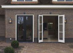 openslaande deuren - woonstijl.nl Entry Doors, Garage Doors, Moving House, Bed And Breakfast, Sweet Home, New Homes, Exterior, House Design, Windows