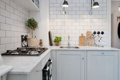 Again a marble worktop but the metro tiles and on-trend grey kitchen units modernise the look. Kitchen Wall Tiles, Kitchen And Bath, New Kitchen, Kitchen Dining, Kitchen Decor, Bistro Kitchen, Minimal Kitchen, Two Tone Kitchen Cabinets, Kitchen Units