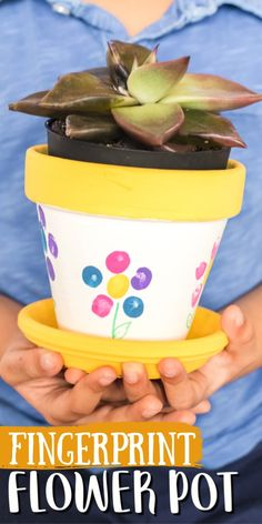 These fingerprint flower pots make the perfect keepsake gift idea for spring! Plant seeds or flowers in them to give for Mother's Day or for a birthday. Mothers Day Plants, Mothers Day Flower Pot, Mothers Day Crafts For Kids, Diy Crafts For Kids, Painted Flower Pots, Painted Pots, Classroom Crafts, Daycare Crafts, Classroom Ideas