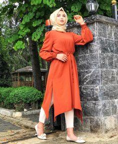 Genç Tesettür  Lamia Giyim Turkish Fashion, Islamic Fashion, Muslim Fashion, Hijab Casual, Casual Dresses, Modern Hijab Fashion, Modest Fashion, Fashion Dresses, Hijab Dress