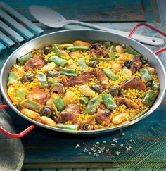Paella valenciana, en su versión más tradicional y genuina Vegetarian Paella, Paella Party, Lunches And Dinners, Meals, Latin Food, Best Dishes, Recipe Images, Dinner Dishes, Chicken