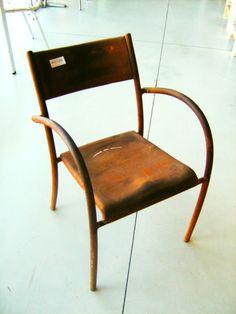 Sedia in ferro arrugginita