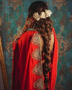 90 Bridal Hairstyles For Indian Brides Indian Bridal Hairstyles, Indian Bridal Outfits, Indian Fashion Dresses, Indian Designer Outfits, Twist Hairstyles, Bride Hairstyles, Bridal Hair Buns, Bridal Braids, Traditional Hairstyle