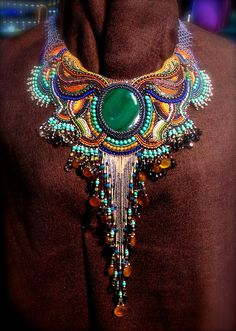Peacock Bead Embroidery - magnifique collier de la Reine