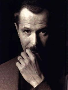Not only do I think Gary Oldman is the GREATEST actor of all time; I also think he's the sexiest. Word.