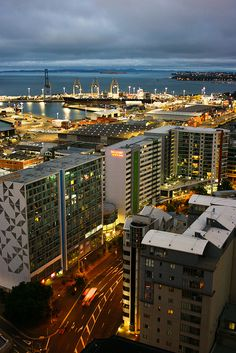 Auckland Skyline ... hahaha I can see my old apartment... how cool!