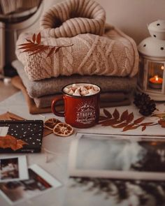 Hygge in a cup - Autumn İdeas Autumn Aesthetic, Christmas Aesthetic, Cosy Aesthetic, Couple Aesthetic, Aesthetic Vintage, Autumn Cozy, Cozy Winter, Autumn Coffee, Winter Night