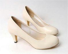 Zapatos con taco bajo, sencillos y comodos.