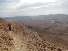 Wapniaki w drodze: Przez krater Ramon, po kolorowych skałach do pierw...