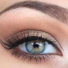 The perfect eye look for spring. Clean, with a hint of bronze and jet black lashes. Don't forget to add that pop of glow in the corners of your eyes!