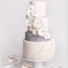 LOVE this cake with sparkles and flowers! I would probably have purple sparkles though :)