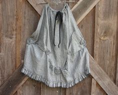 linen skirt ruffled gathered black/white tweed...A very feminine. skirt with tucks, ruffles and roses..detail on top of detail...the picture says