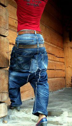 Harem yoga jeans broek. Gemaakt van gerecycled jeans kleding, Remade, hergebruikt en tot gefietst. Hip hop, zigeuner boho stijl. Unieke desugn. Voor twee riemen. Een van een soort. Grootte: M Heupen max 38 inches (96 cm) Lengte: 39 inch (100 cm)