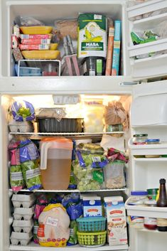 This wife and mom of 3 tried once a month grocery shopping at ALDI on a tight grocery budget. See what she bought, her grocery list, and the meals she made.This wife and mom of 3 tried once a month … Aldi Shopping List, Cheap Grocery List, Frugal Meals, Budget Meals, Healthy Dinners, Healthy Eats, Healthy Foods, Aldi Recipes, Lunch Recipes