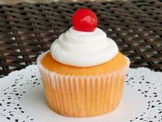 Amaretto Stone Sour Cupcake - @Christine Boeckholt loves this cocktail, and the recipe sounds fun