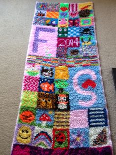 Home made latch hook rug Latch Hook Rugs, Rug Hooking, Mind Blown, Projects To Try, Diy Rugs, Homemade, Quilts, Blanket, Pillows