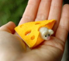 Tiny White Mouse With Cheese Waldorf Inspired por gingerlittle